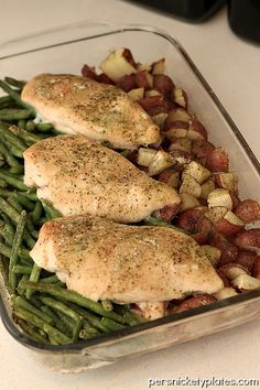 One Dish Ranch Chicken Veggie Bake {Persnickety Plates} change the potatoes to a bunch of roasted veggies! Dinner Dishes, Food Dishes, Dinner Recipes, Main Dishes, Breakfast Recipes, My Burger, Cooking Recipes, Healthy Recipes, Budget Cooking