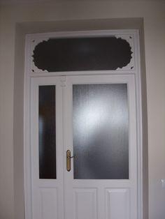 Portónes de madera. - Puerta lacada en blanco Furniture, Home Decor, Wood Ceilings, Verandas, Staircases, Custom Furniture, Furniture Restoration, White People, Decoration Home