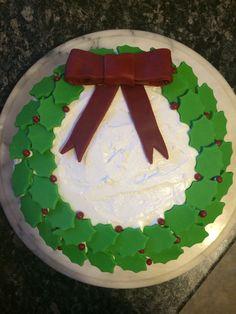 Holly wreath Christmas cake