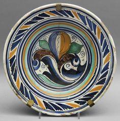 Piatto in ceramica decorata in policromia a foglia gotica, Faenza fine sec.XV (diam.cm.31) stima: 1000-1100 Eur