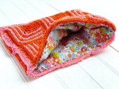 Vickie Howell shows how to simply line a bag that you've knit and crochet usining simple, sewing skills. Crotchet Bags, Crochet Tote, Crochet Purses, Knit Or Crochet, Knitted Bags, Knitted Blankets, How To Line A Bag, Crochet Classes, Knitting Patterns Free