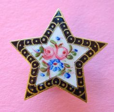 An Antique Mid Victorian Enamel Star Shaped Stud Button, 28mm