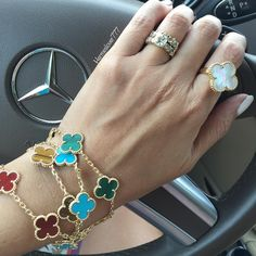 Jewelry Shop, Fine Jewelry, Fashion Jewelry, Van Cleef And Arpels Jewelry, Jewelry Bracelets, Bangles, Gold Chain Design, Gold Accessories, Diamond Are A Girls Best Friend