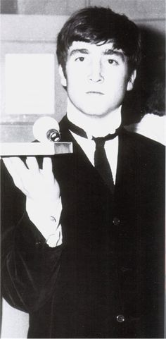 John Lennon LOOKS LIKE A YOUNG JUSTIN TIMBERLAKE TO ME!!!! DEAN