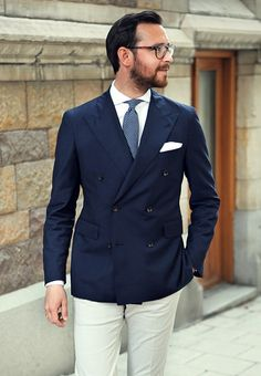 Navy Double Breasted Jacket, Light Blue Pin Dot Tie, White Linen Trousers. Men's Spring Summer Street Style Fashion.