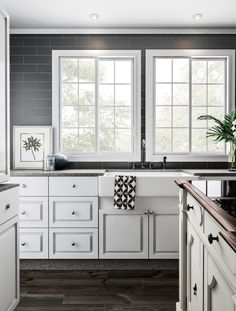 Neutral Kitchen Ideas: Trendy Decor Inspirations of the Year Chalk Paint Kitchen Cabinets, White Kitchen Cabinets, Kitchen Cabinet Design, Kitchen Paint, Diy Kitchen, Kitchen Decor, Kitchen Ideas, Kitchen Sinks, Base Cabinets