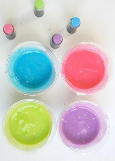#DIY non-toxic fingerpaint. Seriously- it's edible #kidscrafts