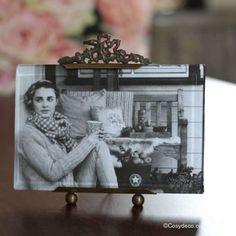 Cadre Photo rectangulaire Chehoma en verre biseauté et décor métal patiné doré et vieilli pour une ambiance Maison de Famille. Décoration ambiance brocante de la Maison.