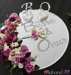 Craft Room Decor, Tray Decor, Thali Decoration Ideas, Gift Wraping, Malay Wedding, Wedding Decorations, Table Decorations, Easter Wreaths, New Baby Gifts