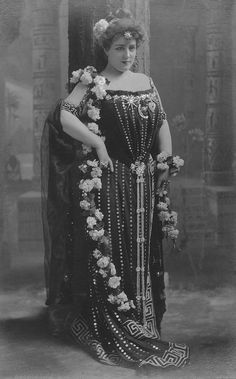 Lillian Russell (December 4, 1860[1] – June 6, 1922) was an American actress and singer. She became one of the most famous actresses and singers of the late 19th and early 20th centuries, known for her beauty and style, as well as for her voice and stage presence.