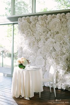 Beautiful Paper Flower Backdrop Wedding Ideas Pictures) Peonies continue to be a fairly huge deal in wedding world but they generally include a hefty price tag. With only a few basic actions you can also create your own flower origami paper lily. Paper Flower Backdrop Wedding, Flower Wall Wedding, Flower Wall Backdrop, Wall Backdrops, Paper Flower Wall, Giant Paper Flowers, Floral Wedding, Wedding Bouquets, Wedding Flowers