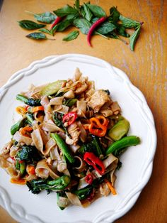 Thai Drunken Noodles with Chicken | Pad Kee Mao | ผัดขี้เมา