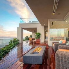 Luxury & Beautiful Beach House with Nice Fireplace...