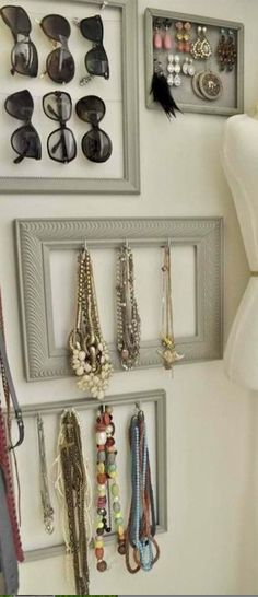 Repurpose those old picture frames! They can help maximize a small space for your accessories.  ------------ #repurposed #frames #picture #repurpose #diy
