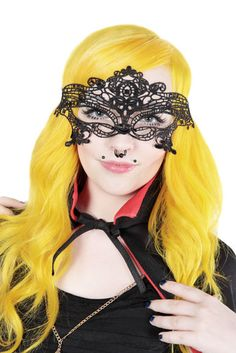 Beautiful lace mask. This is perfect for halloween or any other party!