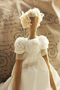 .....i like the rose bodice on this doll. very pretty and such clever idea!