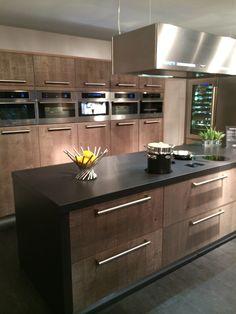 Fraai eikenhouten keuken gecombineerd met moderne #Boretti #keukenapparatuur (foto: showroom Boretti in Watergang)