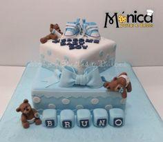 Torta para Baby Shower de niño, con detalle sunicos en ella. Visita la pagina de Monica Pastas y Dulces