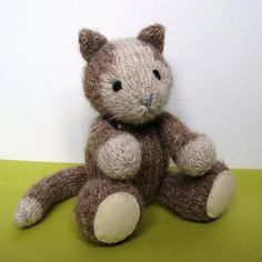 Cavendish Cat toy knitting patterns - Knit and crochet animals - Katzen Knitted Dolls, Knitted Bags, Crochet Toys, Animal Knitting Patterns, Knit Patterns, Knitting Ideas, Knitting Projects, Little Cotton Rabbits, Knitting Books