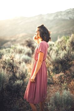 travel poses ideas - The Derby Dress in Mauve Macro Photography Tips, Self Portrait Photography, Photography Tips For Beginners, Photography Branding, Artistic Photography, Digital Photography, Amazing Photography, Fashion Photography, Professional Photography
