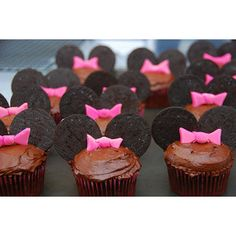 mmm minnie mouse cupcakes...easy with oreos
