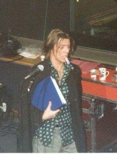💜💋🚬Time takes 2 cigarettes 🌟👄🚬 My Favorite Music, Favorite Person, David Bowie Born, Bowie Starman, Tv Show Music, The Thin White Duke, Joan Jett, David Jones, The Man
