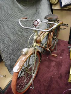 The Schwinn enthusiast site with a growing gallery of vintage Schwinn Bicycles and seller of restoration paints and decals for your vintage Schwinn bicycle. Schwinn Bikes, Cruiser Bikes, Old Bicycle, Bicycle Pedals, Vintage Bicycles, Vintage Motorcycles, Cool Bicycles, Cool Bikes, Bike Cart
