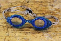 If you need your prescription glasses to see in the pool, this is for you! See how you can create your own prescription swimming goggles. Make Your Own, Make It Yourself, How To Make, Sugru, Life Hackers, Sink Or Swim, Book Design, Round Sunglasses, Swimming
