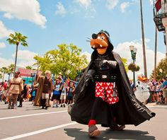 All the tips you need to avoid the heavy crowds and lines during Star Wars Weekends 2013.