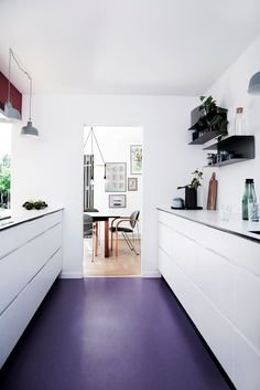"Marmoleum vinyl **flooring** in Colour 430847 from [Forbo Flooring Systems](http://www.forbo.com/flooring/en-au/?utm_campaign=supplier/|target=""_blank"") gives a contemporary white kitchen some unexpected drama."