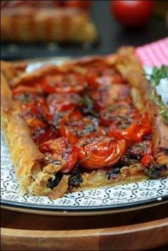 Indian Vegetarian Recipes 79743 Tomato and shallot tart ~ Happy taste buds Indian Vegetarian Appetizers For Party, Vegetarian Mexican Recipes, Mexican Food Recipes, Appetizer Recipes, Beef Recipes, Cooking Recipes, Vegetarian Dinners, Indian Recipes, Fun Easy Recipes