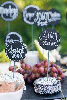 Mitternachtssnack Hochzeit | Friedatheres.com chesse bar wedding Fotos: Lichterstaub Fotografie Bar: Kaiserlich und Königlich