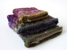 versus: Mosaic Knitted Pouches Tutorial with Guest Kate of Needle and Spatula Knitted Gloves, Knitted Bags, Crochet Pouch, Knit Crochet, Knitting Stiches, Knitting Patterns, Knitting Projects, Sewing Projects, Diy Projects