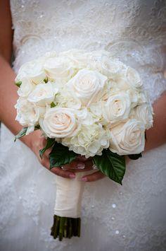 Wedding bouquet show to florist Wedding Things, Wedding Stuff, Dream Wedding, Wedding Day, White Wedding Bouquets, Wedding Flowers, Wedding Dress, October Wedding, Spring Wedding