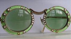 ☆ Miss Bohemian Inspo ☆ Christian Dior - Vintage Sunglasses. I just love vintage! Christian Dior Vintage, Vintage Dior, Look Vintage, Vintage Fashion, Fashion Top, Vintage Green, Vintage 70s, Sunglasses For Your Face Shape, Vintage Accessoires