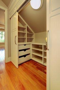 Os áticos, geralmente, são muito agradáveis, convenientes, mas não são fáceis de mobiliar. Leia mais >>