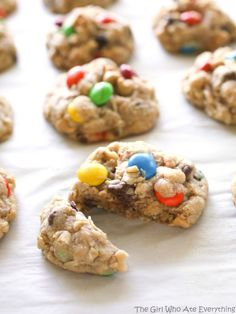 Monster Cookies - these soft cookies are filled with peanut butter, oats, chocolate chips, and M&Ms. Cookie Desserts, Just Desserts, Cookie Recipes, Delicious Desserts, Dessert Recipes, Yummy Food, Cookie Bars, The Best Monster Cookie Recipe, Cookie Monster