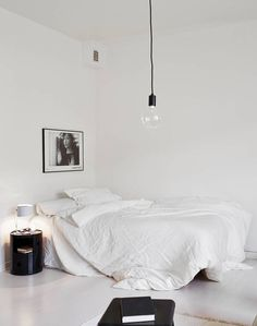 40+Minimalist+Bedroom+Ideas+|+Less+is+More+-+Homelovr