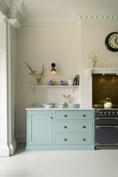 10 Amazing English Country Kitchens by deVOL - Hello Lovely - 10 Amazing English Country Kitchens by deVOL. deVOL kitchen's South Wing Kitchen. English Country Kitchens, Country Kitchen Designs, Blue Country Kitchen, Home Interior, Interior Design Kitchen, Kitchen Decor, Interior Architecture, Kitchen Plants, Interior Colors