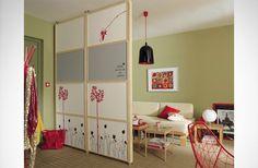 Je trouve que la cloison est pratique, permet de moduler la pièce selon ses envies, a décorer selon ses goûts