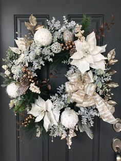 Homemade Christmas Wreaths, Christmas Wreaths For Front Door, Holiday Wreaths, Rustic Christmas, Elegant Christmas Decor, Silver Christmas, Christmas Ideas, Merry Christmas, Rose Gold Christmas Decorations