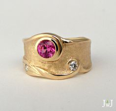Custom designed Sunset Ring in yellow gold with ruby and diamond. - Custom designed Sunset Ring in yellow gold with ruby and diamond. Custom designed Sunset Ring in yellow gold with ruby and diamond. Fashion Jewelry Necklaces, Gold Jewelry, Jewelry Rings, Jewelery, Vintage Jewelry, Fine Jewelry, Jewellery Sale, Steel Jewelry, Antique Jewellery