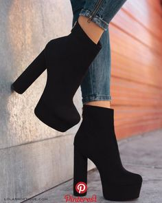 58 Fancy Shoes That Make You Look Fabulous Source by shoes Fancy Shoes, High Shoes, Pretty Shoes, High Heel Boots, Shoe Boots, Boot Heels, Boots With Heels, Loafer Shoes, Platform Shoes Heels