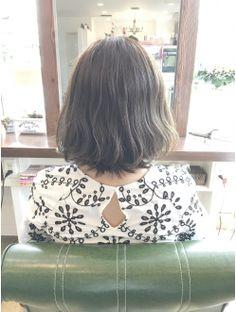 ヘアデザインメリー(hair design Merry)前回のハイライトを活かしたカーキアッシュ@外ハネボブ