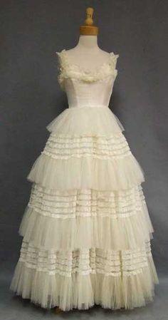 Ivory Lace & Tulle 1950's Wedding Dress