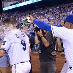 Who needs a bucket? #ForeverRoyal #Royals #RoyalsWin | royals.com