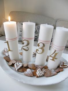 L a n t l i f | Gingerbread provides a warm contrast to white Advent candles and an easy way to dress up the plate uses as a candle holder Advent Candles, Pillar Candles, Vintage Country, Vintage Decor, Traditional Design, Natural Materials, Decor Styles, Gingerbread, Merry Christmas