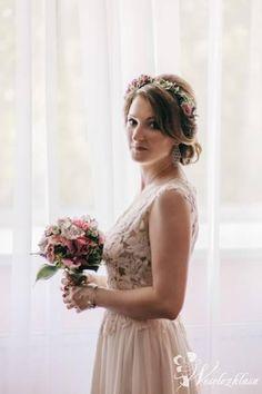 Fotograf na wesele  fotografia ślubna   panna młoda   sesja plenerowa  inspiracje ślubne bukiet ślubny  suknia ślubna  wianek ślubny  #weselezklasa #FotografiaŚlubna #FotografNaWesele 