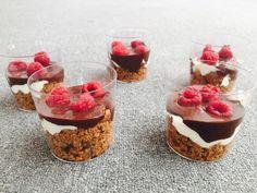 Cheesecake mais saudável, de amora e chocolate negro num frasco, para controlar a gula - Receita Sobremesa : Cheesecake de amora e chocolate negro num frasco de The_brunette_s_t2016