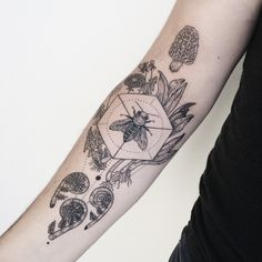 Spring equinox in Vermont: honeybee with wild edibles morel, wild ramp, dandelion, and fiddlehead fern. By Pony Reinhardt at Tenderfoot Studio in Portland, OR. For more, follow on IG: freeorgy